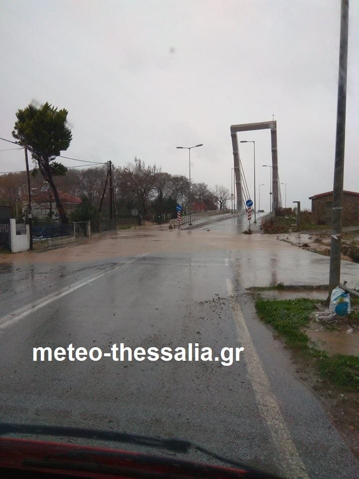 Μεγάλα ύψη βροχής και πλημμύρες σημειώθηκαν την Τετάρτη 11/12/19 στην ανατολική Θεσσαλία (φωτό+βίντεο)