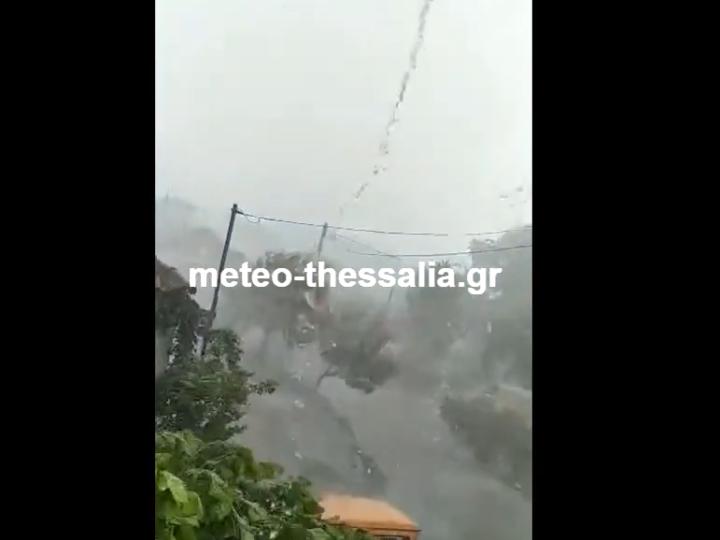 Μπουρίνι με χαλάζι στο Δαμάσι Τυρνάβου (αποκλειστικό βίντεο)