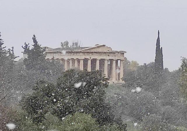 Ο χιονιάς στην Ακρόπολη!! (αποκλειστικές φώτο+βίντεο)