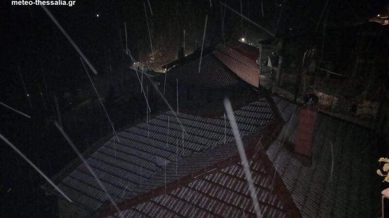 Χιονίζει τώρα στην Μελιβοία Αγιάς! (φώτο+βίντεο)
