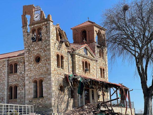 Σεισμός 6 Ρίχτερ στην Ελασσόνα: Κατέρρευσαν κτίρια, απεγκλωβίστηκε ηλικιωμένος στο Μεσοχώρι (φωτό+βίντεο)