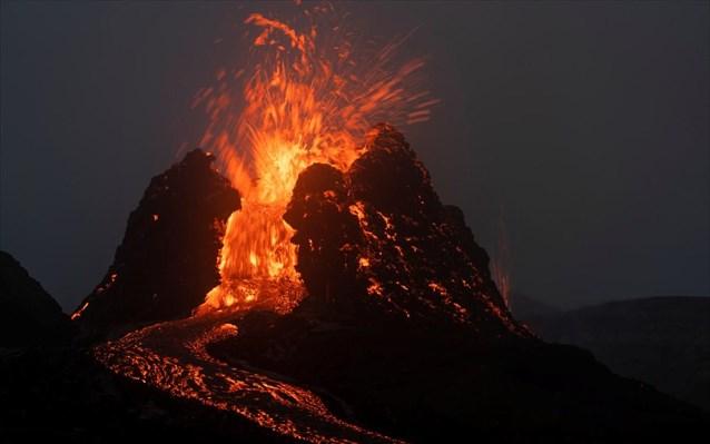 Κάντε μια βόλτα μέσα σε ένα ενεργό ηφαίστειο (video)