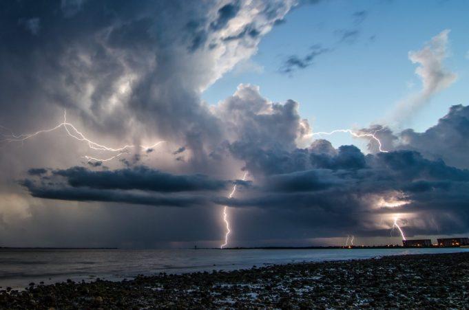 Μεταβολή του καιρού αύριο στα δυτικά, κεντρικά και βόρεια με βροχές και καταιγίδες κατά τόπους έντονες.
