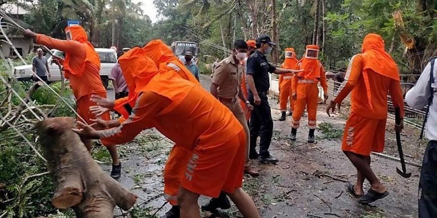 Ο κυκλώνας Tauktae έφθασε στη δυτική Ινδία