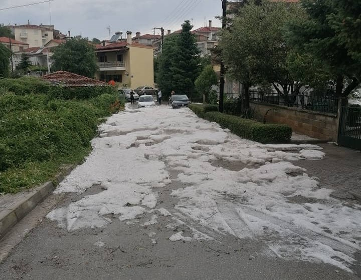 Καταιγίδα με έντονη χαλαζόπτωση στην πόλη της Κοζάνης το μεσημέρι της Παρασκευής 11/6 – Άσπρισαν τα πάντα σε μερικές γειτονιές (Βίντεο)