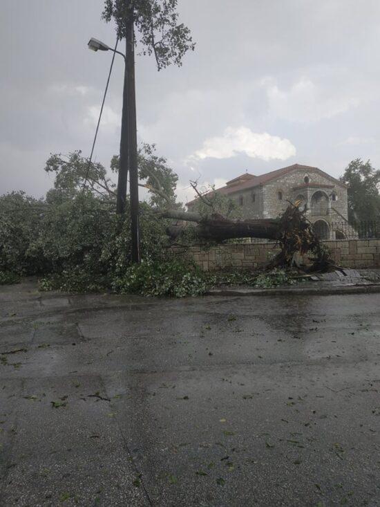 Ισχυρή καταιγίδα με χαλάζι και θυελλώδεις ανέμους σάρωσε τον Παλαμά Καρδίτσας την Κυριακή 18/7 (φωτο+βίντεο)