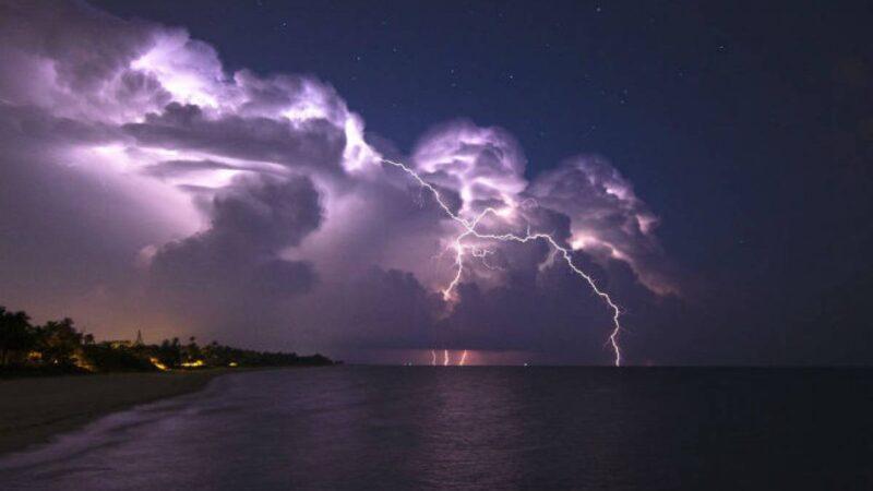 Έντονα μπουρίνια τις πρωινές ώρες της Κυριακής 18/7 στα παράλια-έντονες καταιγίδες με πιθανές χαλαζοπτώσεις το μεσημέρι στο εσωτερικό της πεδιάδας (+χάρτης βροχής)