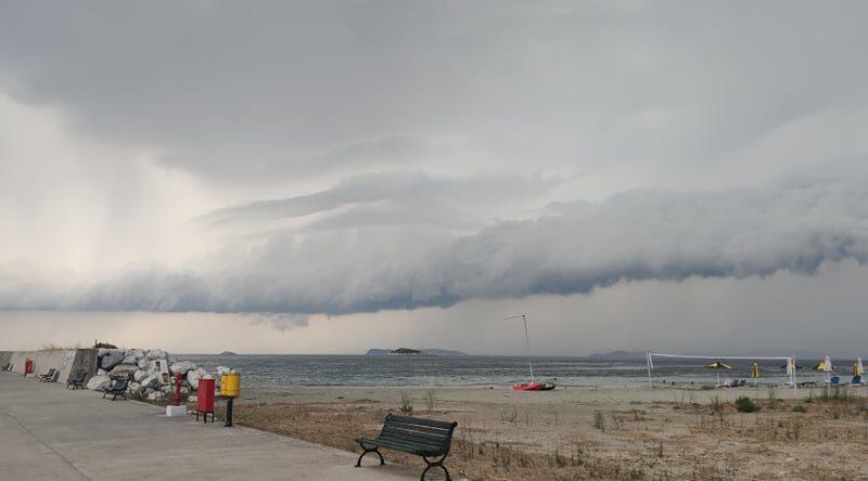 Εντυπωσιακό shelf cloud στην Σκόπελο! (αποκλειστικές φώτο)